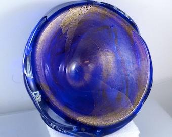 MURANO GLASS BOWL.  Seguso. gold dust . gold leaf. sommerso blue. italian art glass. No.001932 cs