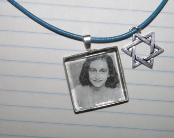 Lovely  Anne Frank Glass Pendant Necklace with Star of David Charm