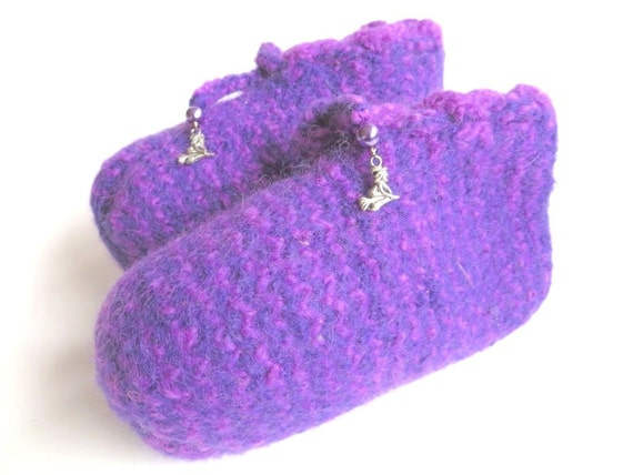 "Felt children slippers ""Little Witch"", pure wool, seed beads, synthetic beads, Tibetan silver, purple, violet, lilac, OOAK, one of a kind"