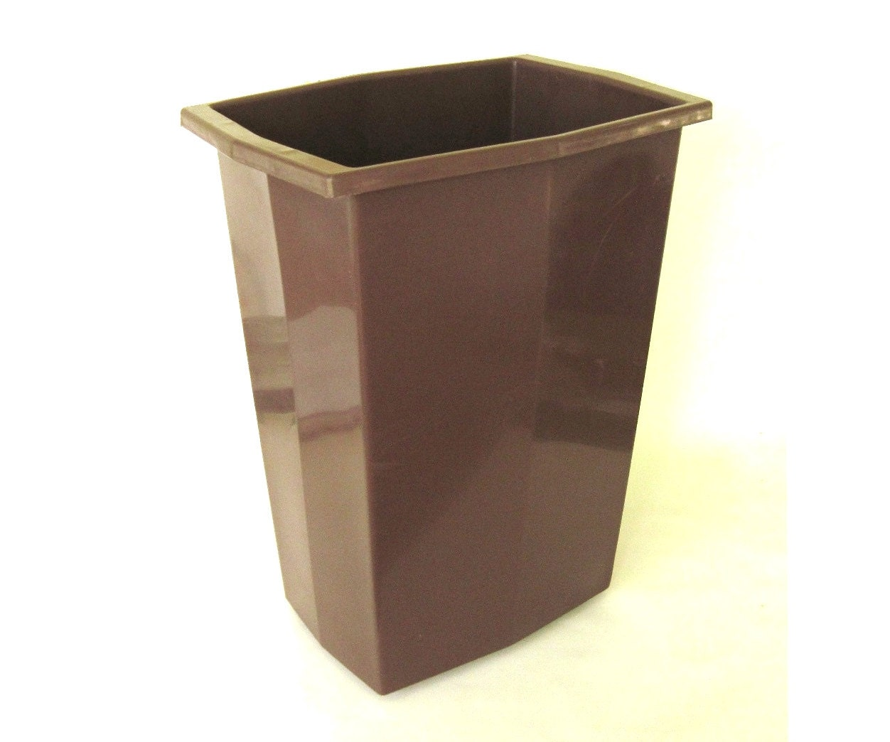 Plastic kitchen trash cans bathroom waste by lauraslastditch for Bathroom garbage can