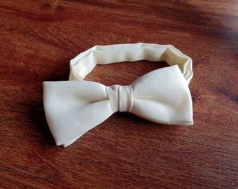 Vintage 90s Minimal Off White Cream Bow Tie