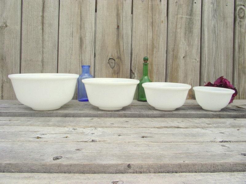 4 hazel atlas mixing bowl nesting set milk glass rare bowls. Black Bedroom Furniture Sets. Home Design Ideas