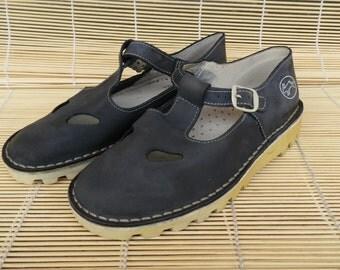 Vintage Lady's Blue Leather Flat Shoes Sandals Size EUR 36 US Woman 6