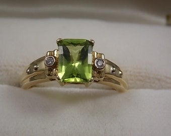 Peridot and diamond ring 1.74Ctw  8mm wide Yellow gold 10K 2.5gm Size 7.25 Aug birthstone