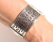 Vintage Ethnic Silver Plate Hinged Bracelet Large Floral Jewelry Origin Unknown 2nd Part Of The 20th Century