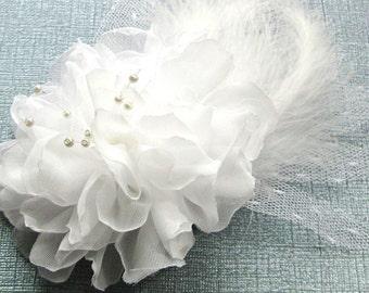 White Floral Bridal Fascinator, White Flower Bridal Headpiece,  Wedding Hair Accessory