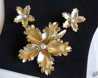 Brooch and Earring Set Gold Tone and Rhinestone Ruffled Flower Demi Parure Vintage