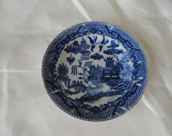 855)  Vintage Blue and White Willow small Plate  Japan