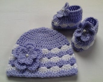 Crochet Baby Booties and Baby Hat beanie gift baby white lilac flower