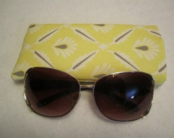 Sunglass / eyeglass case light yellow print lined and padded RTS