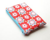 Quilted zipper coin purse. Quilted zip bag.  Zip pouch quilted. Red, pink, aqua. Rile Blake print.