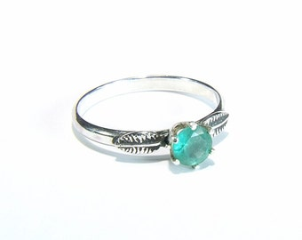 Emerald (5.0mm Transparent Genuine Emerald), 0.62 Carat Round Cut, Handmade Sterling Silver Ring