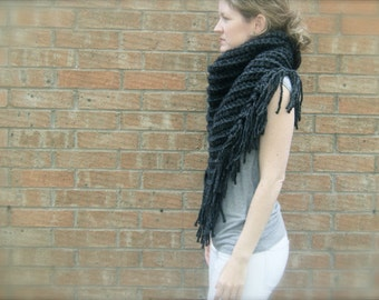 DIY Crochet Pattern:  triangle scarf, chunky bulky yarn, bandana scarf, fringe shawl, free crochet pattern, easy crochet InStAnT DoWnLoAd