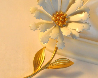 Vintage White and Gold Enamel Flower Brooch - Gorgeous