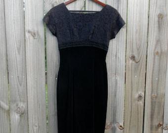 Extra Small XS Petite Vintage 60s Bobbi Brooks Velvet Lace Detail Back Zipper Short Sleeve Mad Men Cocktail Wiggle LBD Dress