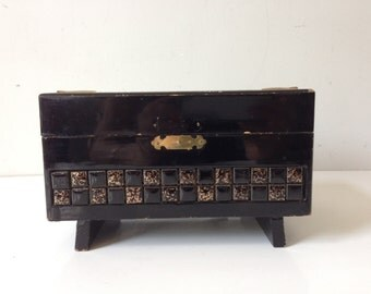 Vintage JEWELRY Trinket Box Wood Hand Carved Chest with Mirror China's Design E671Bz