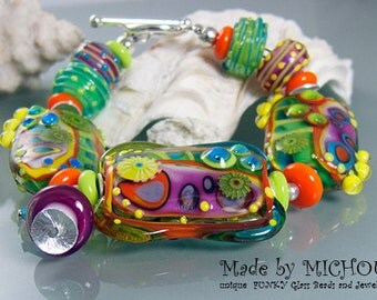 Funky Venus Flytrap  - Art Glass - Lampwork bracelet by Michou