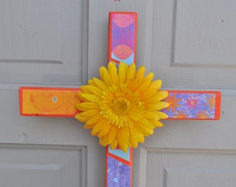 Daisy  bright spring wood cross with daisy flower center accent