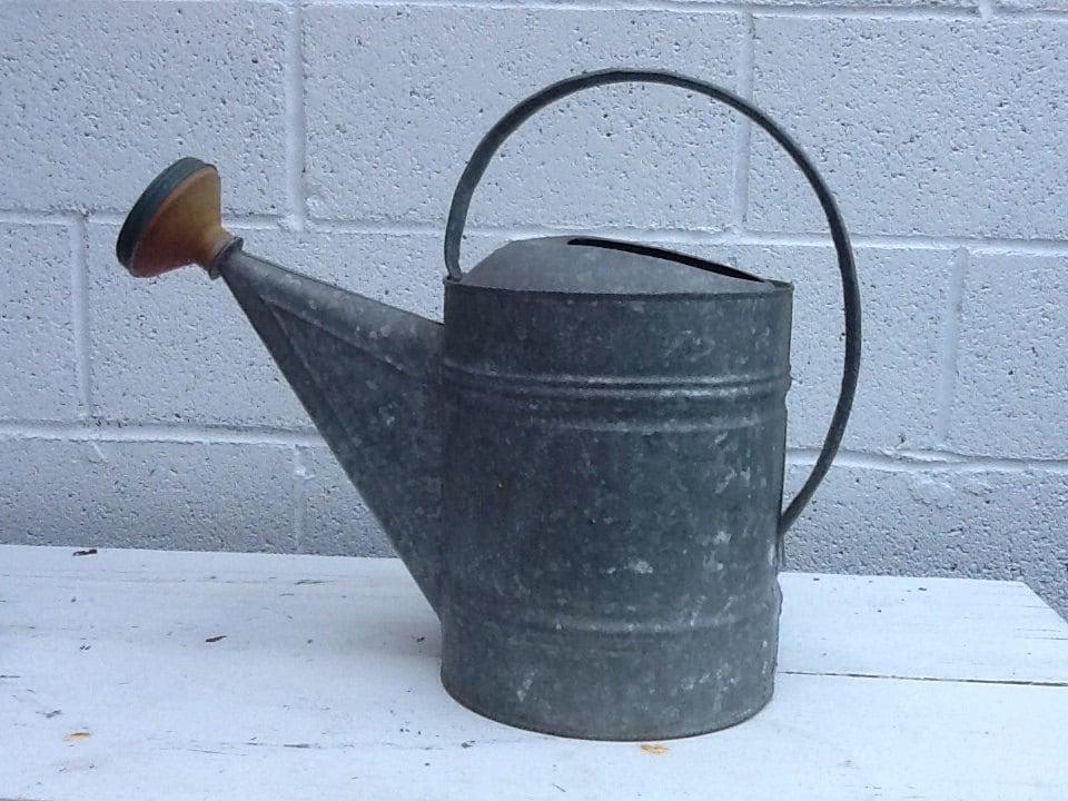 Vintage watering bucket primitive metal watering pail for Old metal buckets