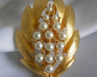 Shiny Gold Tone Leaf and Pearl Motif Brooch Pin   Signed JJ JONETTE   Vintage