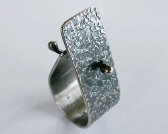 Sterling silver textured stud ring
