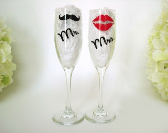 2 Wedding Toasting Flutes - Personalized Mr and Mrs Toasting Flutes - Champagne Glasses - Bride and Groom Glasses - Wedding Gift For Couple