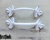 12 AVAIL - 4 Kitchen Handles Maple Leaf Distressed Shabby Chic Door White Vintage Drawer Pulls Cottage Painted Cabinet 3 Inch DETAILS BELOW