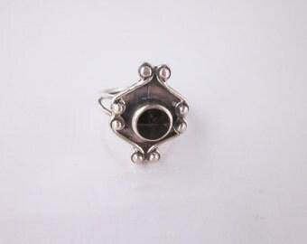 Vintage Sterling Silver Black Oynx Engraved Ring Size 5.75
