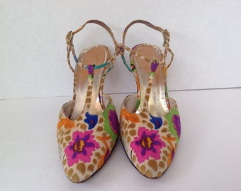 High heels RARE vintage 1960s / signed Herbert Levine shoes / Leon Unatin shoes / Colorful floral T-strap heels / multi colored fabric shoes