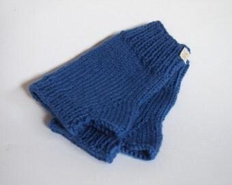 custom vegan wristwarmers-- the wool free Condyle in colonial blue