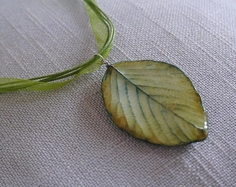 Necklace with pendant - Porcelain leaf - Green - One of a kind !
