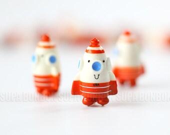 2 pcs / Red Rocket / Decoden / Dollhouse / Miniature / Figurine / 2.5CM Height / JP454