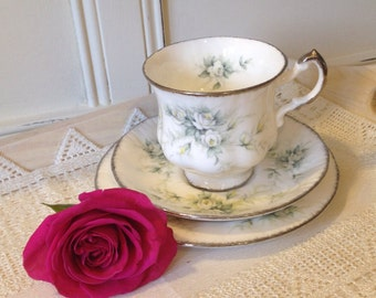 Paragon First Love Teacup Trio, teacup, saucer and side plate. TT073.