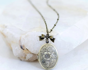Oval Floral Photo Locket Necklace Vintage Style Jewelry Gift, Perfect for Valentine's Day, Birthday, Bridesmaids or Wedding Gift