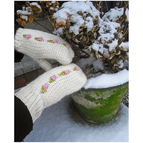 Romantic Mittens with Rose Buds-Instant Download PDF Crochet Pattern