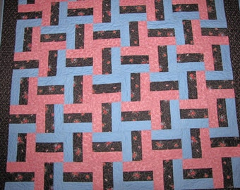 Traditional Split Rail fence lap quilt in Rose, Dusty Blue and Black