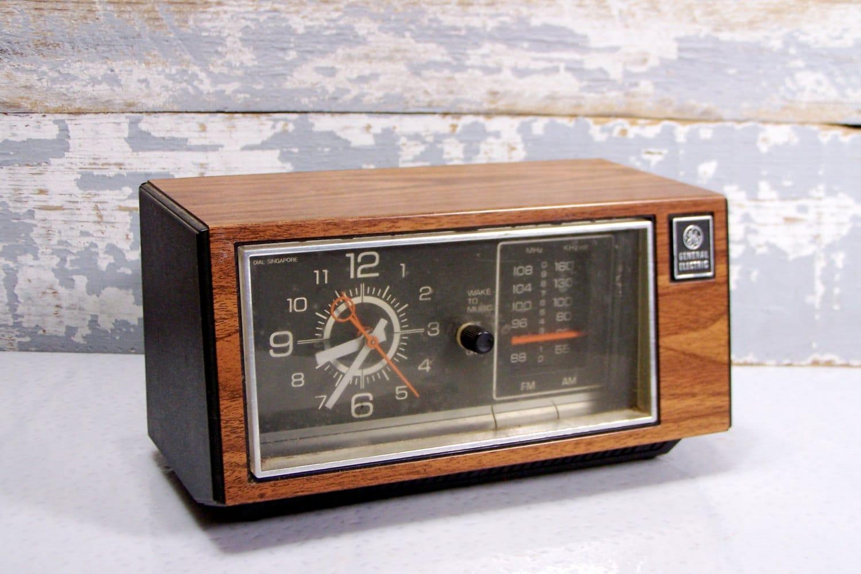 GE Clock Radio: Vintage Bedside Alarm Clock by ...