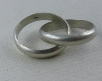 12% OFF: Casually elegant double ring in sterling silver (925 Ag). VINTAGE