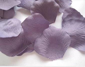 200 Victorian Lilac Silk Rose Petals