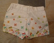 SALE rare awesome white high waisted embroidered mushrooms butterflies.. everything 1960's scalloped embroidered shorts size small medium