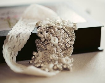 Floral wedding garter set -  Style G11