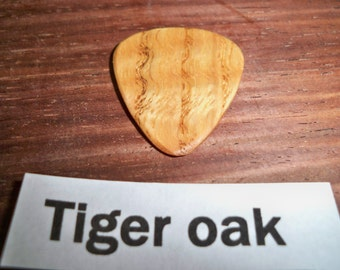 Tiger Oak Wood Guitar Pick