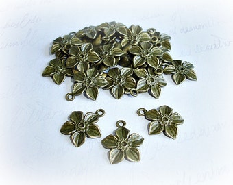 Antique Bronze Clematis Flower Charms ABCHRM008