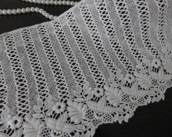 Off white Cotton Lace Trim Retro Style Cotton Lace Fabric Trim for Altered Couture, Bridal, Cuffs, Garments