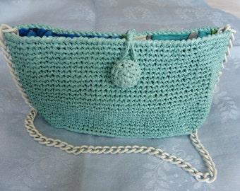 Very small handbag in rafia.