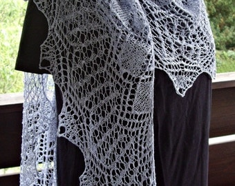Lace scarf in light blue cotton / linen yarn