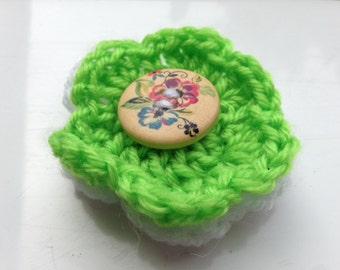 Green Wool Brooch, Green Yarn Brooch, White Yarn Brooch, White Wool Brooch, Flower Brooch, Crocheted Pin, Flower Jewellery, Flower Pin