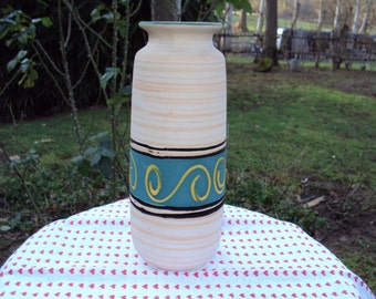 Handcrafted vase in sandstone dating from the 1970s.