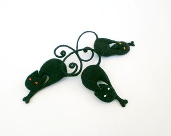 Set of 3 black cat brooches, MADE TO ORDER, Needle felt jewelry, Animal brooch, Halloween jewelry, Thanksgiving gift, Gift for cat lovers.