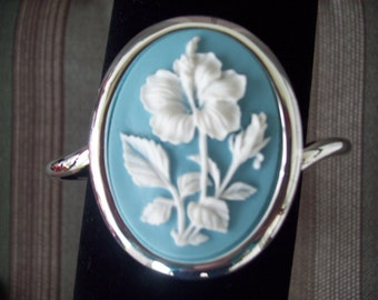 Big and Bold Blue and White Flower Cameo Bracelet